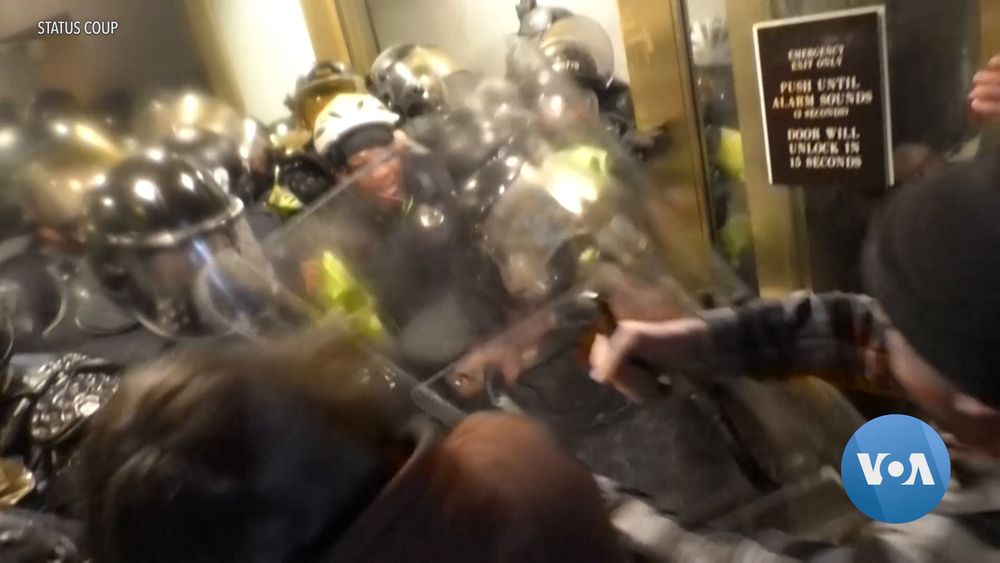 'This Was a Coup': Police Officers Describe Capitol Riot to US Lawmakers
